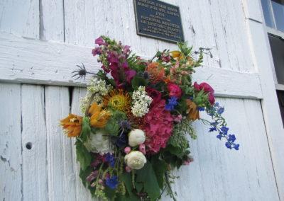 Flowers_on_the_barn_door